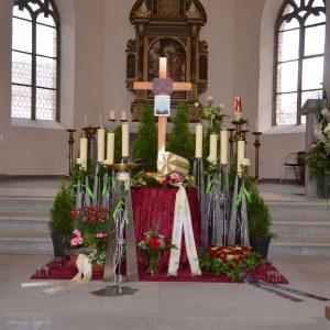 Aufbahrung mit Urne in der Friedhofshalle Feldkirch